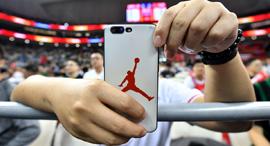 מותג ג'ורדן על סמארטפון, צילום: איי אף פי