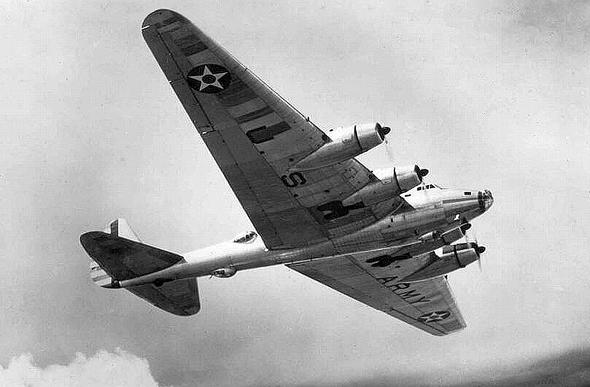 מטוס ה-XB15 באוויר, צילום: USAF
