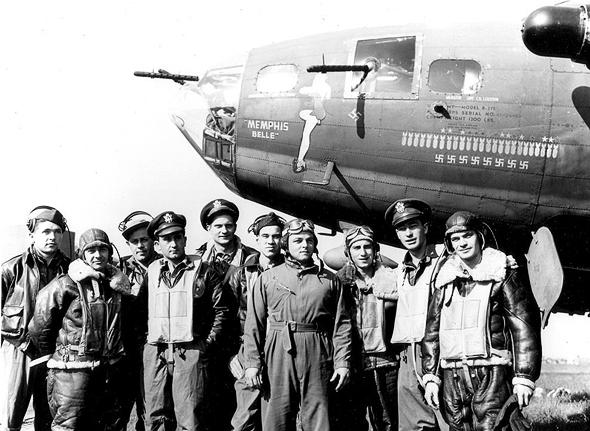 """צוותו של המפציץ """"ממפיס בל"""", שהיה מהראשונים שהשלים את הקו שלו באירופה ושב לארה""""ב. את סיפורו המפתיע אספר לכם בטור משלו"""