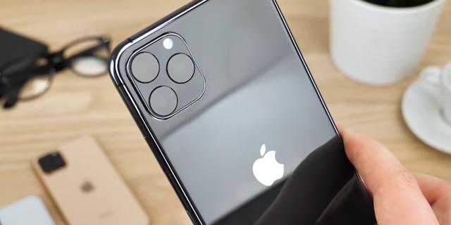 אפל מבקשת מממשל טראמפ הקלות בתשלום מכסים על האייפון