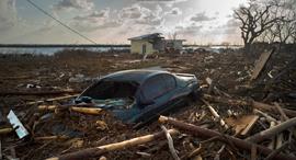 פוטו הוריקן דוריאן בהאמאס מכונית צפה , צילום: איי פי