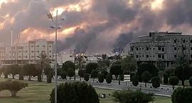 """השריפה במתקני ייצור הנפט של ארמקו לאחר מתקפת המל""""טים, צילום: רויטרס"""
