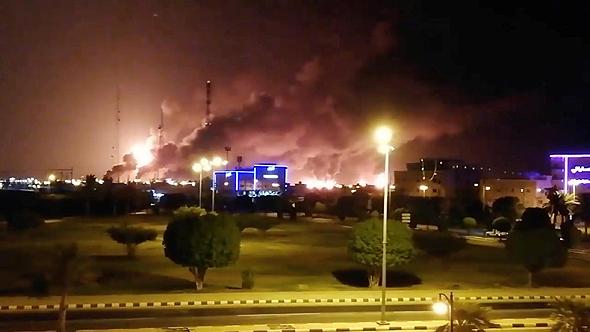 שריפות ענק במתקן ארמקו בסעודיה, צילום: רויטרס