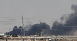 שריפה במתקני ארמקו בסעודיה, השבוע, צילום: רויטרס