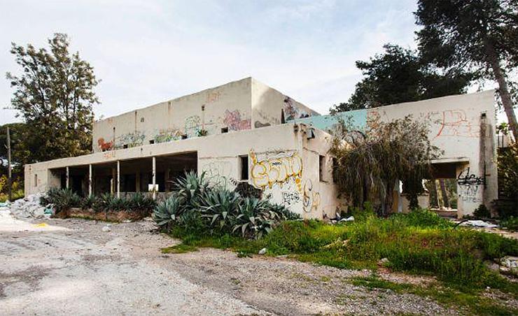 המבנה עמד נטוש ועבר ונדליזם עד שימור הצלה של העירייה