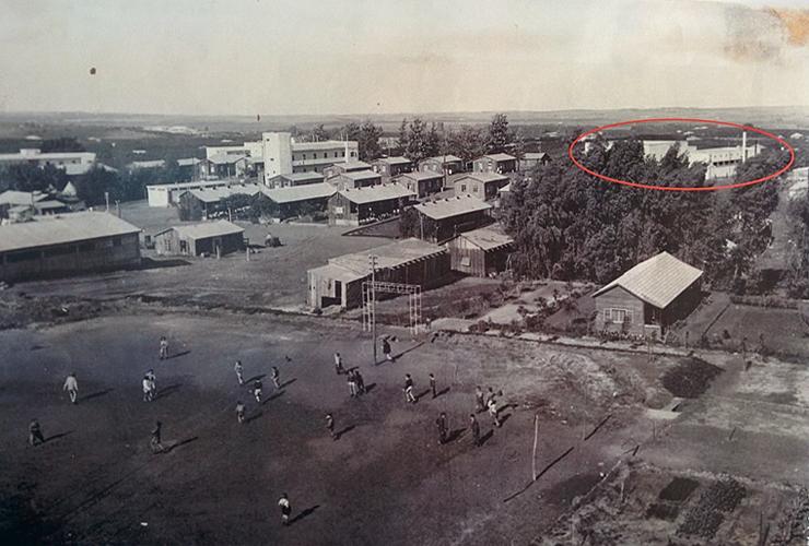 תצלום אווירי של הקיבוץ, מוסמן חדר האוכל באדום