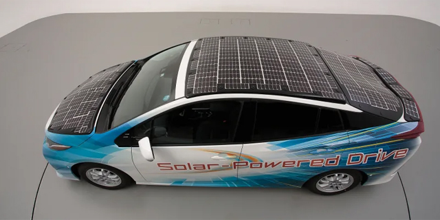 טויוטה תייצר מכונית פריוס סולארית בהשראת לווינים