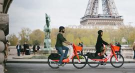 אופניים חשמליים בפריז , צילום: Jump