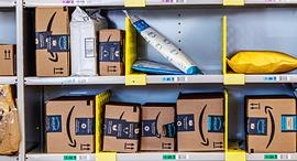 חבילות אמזון משלוח מסחר מקוון, צילום: שאטרסטוק