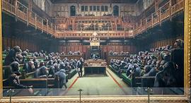 ציור של בנסקי: קופים בפרלמנט הבריטי, צילום: איי פי