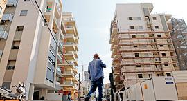 """בניין אחרי תמ""""א 38 ברמת גן. ראש העיר מלין על היעדר תשתיות מספקות , צילום: עמית שעל"""