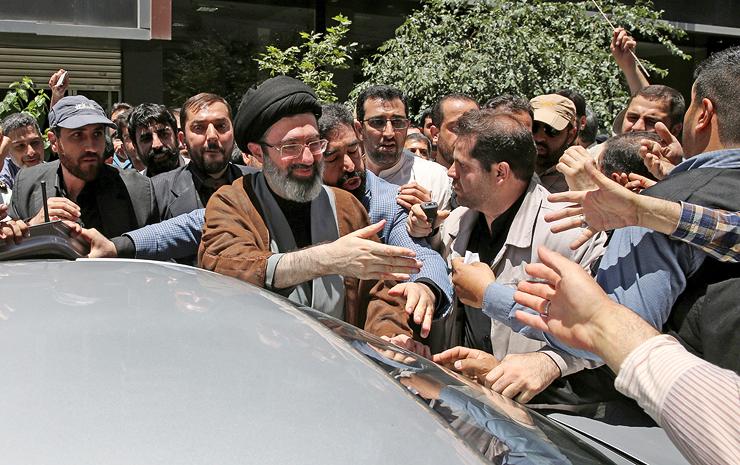 מוג'תבה ח'מינאי, בנו של המנהיג והמועמד המוביל לרשת אותו