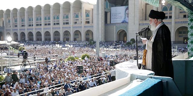 מוסף שבועי 19.9.19 מלחמת הגרעין האיראני האמיתית ח'מינאי נואם בפני אלפים ב טהרן, צילום: איי אף פי