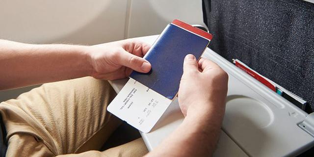 למה אסור לשים את הדרכון בתיק היד שלכם לפני ההמראה
