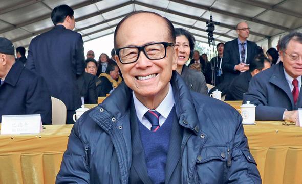 לי קא שינג, בעל השליטה בחברת האצ