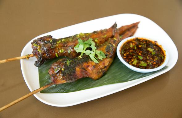 שיפודים במרינדה במסעדת התאילנדית בסמטת סיני. מרינדה אותנטית, צילום: אוראל כהן