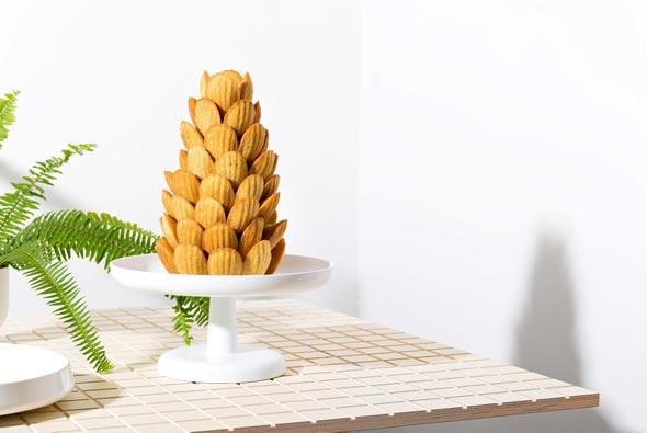 קינוח קרוקומבוש מדלנים, צילום: סטודיו נעה וגיא