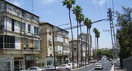 """רחוב הרא""""ה ברמת גן זירת הנדל""""ן, צילום: ד""""ר אבישי טייכר, מתוך אתר פיקיויקי"""