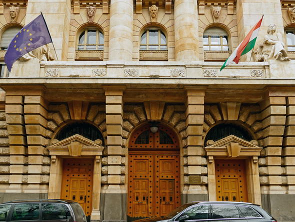 הבנק הלאומי ההונגרי. מנתוניו עולה כי מחירי הבתים בבודפשט זינקו ב-20.2% , צילום: שאטרסטוק