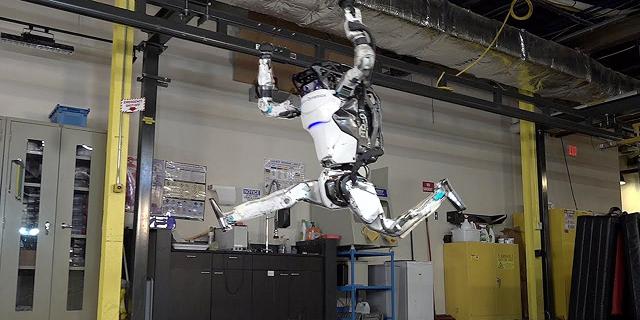 סימון ביילס, מאחוריך: צפו ברובוט מתעמל-קרקע