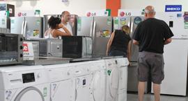 ישראלים קונים מוצרי חשמל, צילום: אריאל בשור