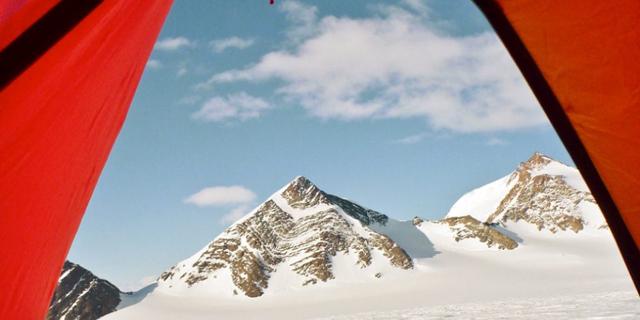 חפשו באנטרקטיקה: Airbnb מציעה - מסע של חודש בקוטב הדרומי