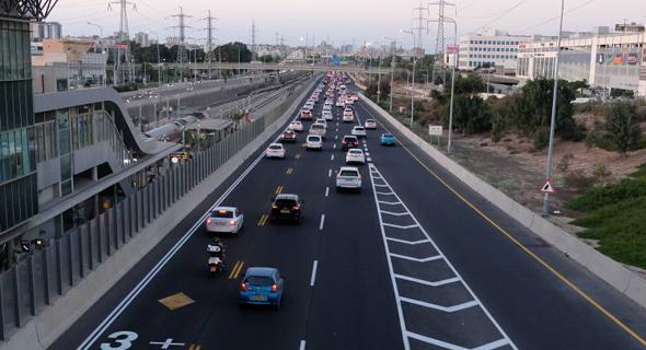 בדרך: תוכנית למעקב אחר כל הנהגים