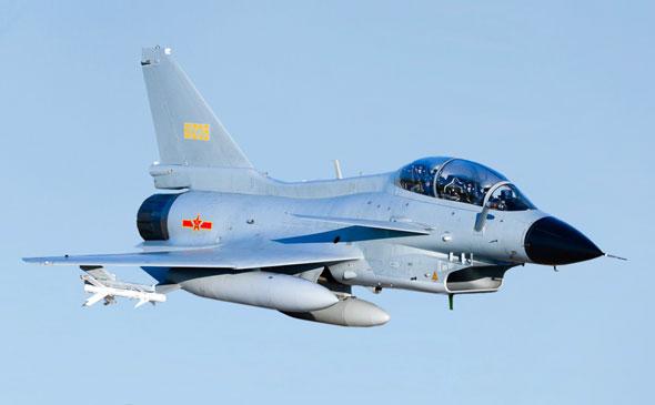מטוס ה-J10. שימו עין על הטילים הלבנים האלה, נדבר עליהם עוד מעט, צילום: nationalinterest