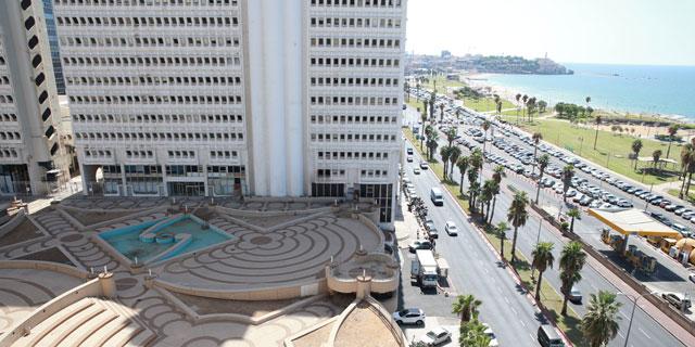 מזרקות וטרסות עם נוף לים: הסיפור על הכיכר שנעלמה