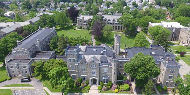 """נדל""""ן במקום תואר אקדמי: קולג' בניו יורק פשט את הרגל והקמפוס מוצע למכירה"""