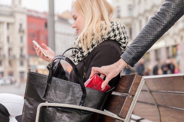 אתם לא שמים לב, והארנק שלכם נחטף, צילום: שאטרסטוק