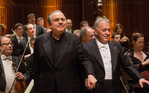 מימין: המנצח זובין מהטה והפסנתרן יפים ברונפמן, צילום: יעל אילן
