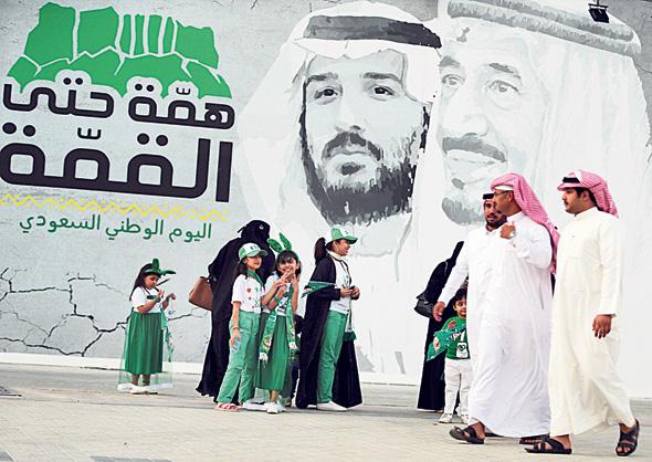 המלך ויורש העצר על כרזה בריאד, סעודיה, צילום: רויטרס