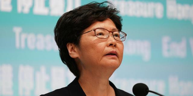 ממשלת סין מתכננת להדיח את מושלת הונג קונג מתפקידה