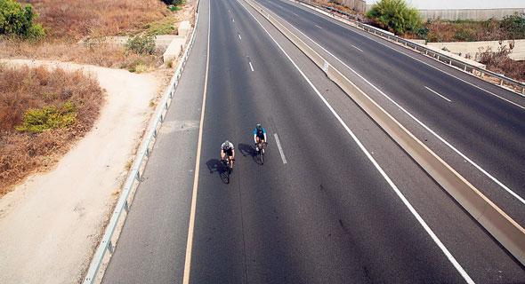 רכיבה על אופניים ביום כיפור. מבחן גבולות ליכולת האישית, צילום: AFP