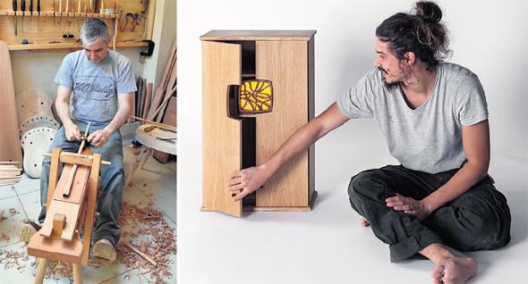 מימין: אורן פייגנבאום וארז לנדו בעבודה על יצירות העץ שלהם. רהיטים שמאפשרים אינטימיות, צילום: ניב לנדו