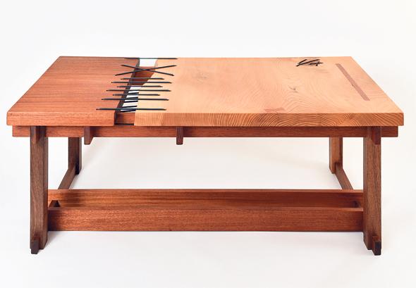 שולחן התפירה שיצרה קרן הראל, צילום: מושיק ברין