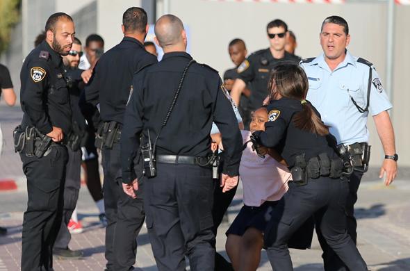 מפחדים מעלבונות ברשת. שוטרים בעבודה, צילום: אלכס קולומויסקי