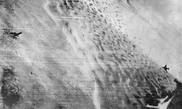 פאנטום ישראלי (מימין) רודף אחר מיג 21 מצרי, צילום: ארכיון חיל האוויר