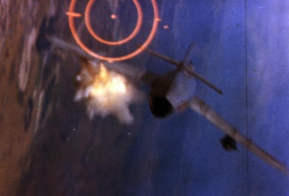 מיג 17 נפגע, צילום: USAF