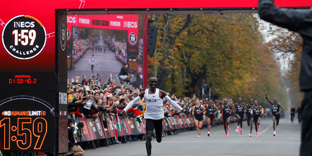 היסטוריה: רץ מרתון בפחות משעתיים