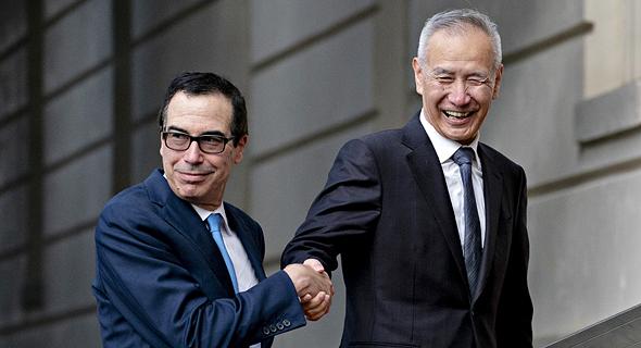 סגן ראש הממשלה הסיני ליו הי ושר האוצר האמריקאי סטיבן מנוצ'ין