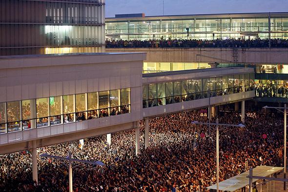 מהומות בשדה התעופה בברצלונה, היום, צילום: אי פי איי