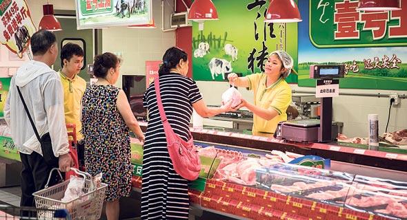 """סופרמרקט בשנגחאי. """"המדד ימשיך לטפס בחודשים הקרובים"""", צילום: Qilai Shen"""