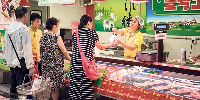 סין: טראמפ פגע ביצוא, משבר החזירים הקפיץ את האינפלציה