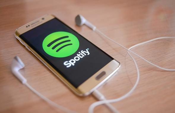 ספוטיפיי  משחררת את הרסן מעל היכולת להזרים מוזיקה בחינם לרמקולים חכמים של אמזון