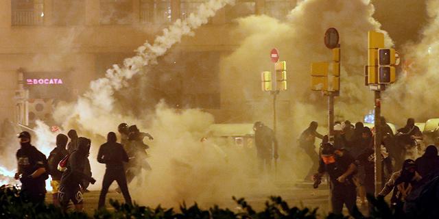 החרפה במהומות: קרבות אלימים בלב ברצלונה