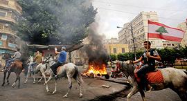 הפגנות ב ביירות לבנון נגד מסים חדשים ויוקר המחיה 1, צילום: איי אף פי