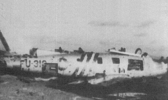 המטוס של גארט על הקרקע