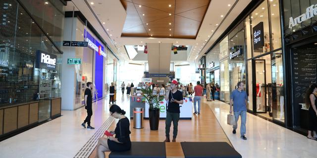הירידה במכירות הקניונים נמשכת בשיעור נמוך יותר